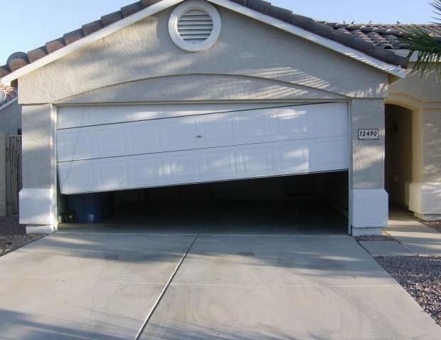 garage-door-repair-nanaimo-off-track-broken-1